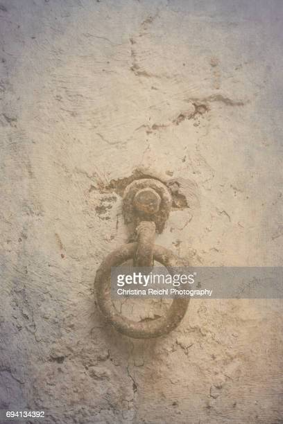 manacle on wall - punishment of slaves stock photos and pictures