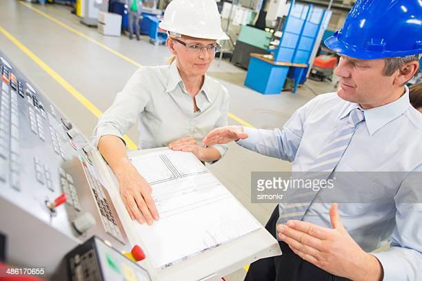 Gerente Ingeniero y programación de un CNC