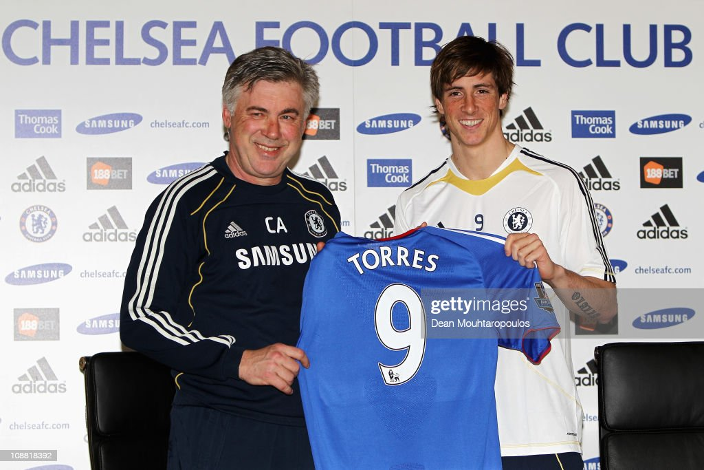 Chelsea Press Conference to announce new signing Fernando Torres : ニュース写真
