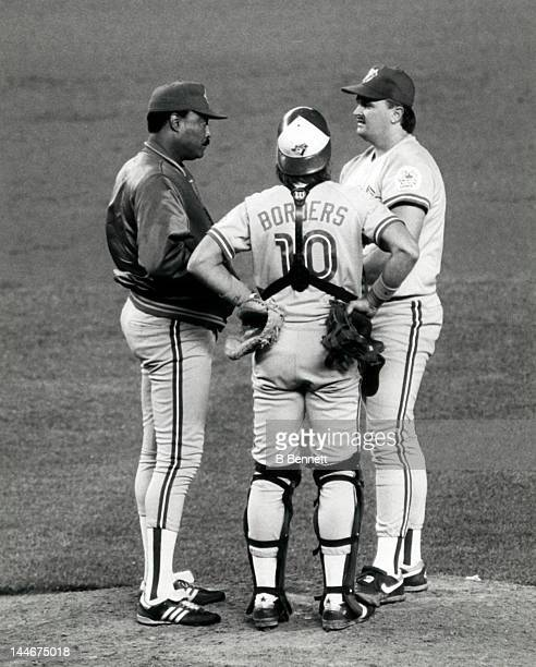 Manager Cito Gaston of the Toronto Blue Jays talks with pitcher David Wells and catcher Pat Borders during an MLB game circa 1992