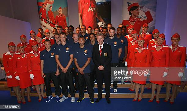 Manager David Moyes and the Manchester United squad pose with Aeroflot stewardesses after the press conference to announce Aeroflot as new Manchester...