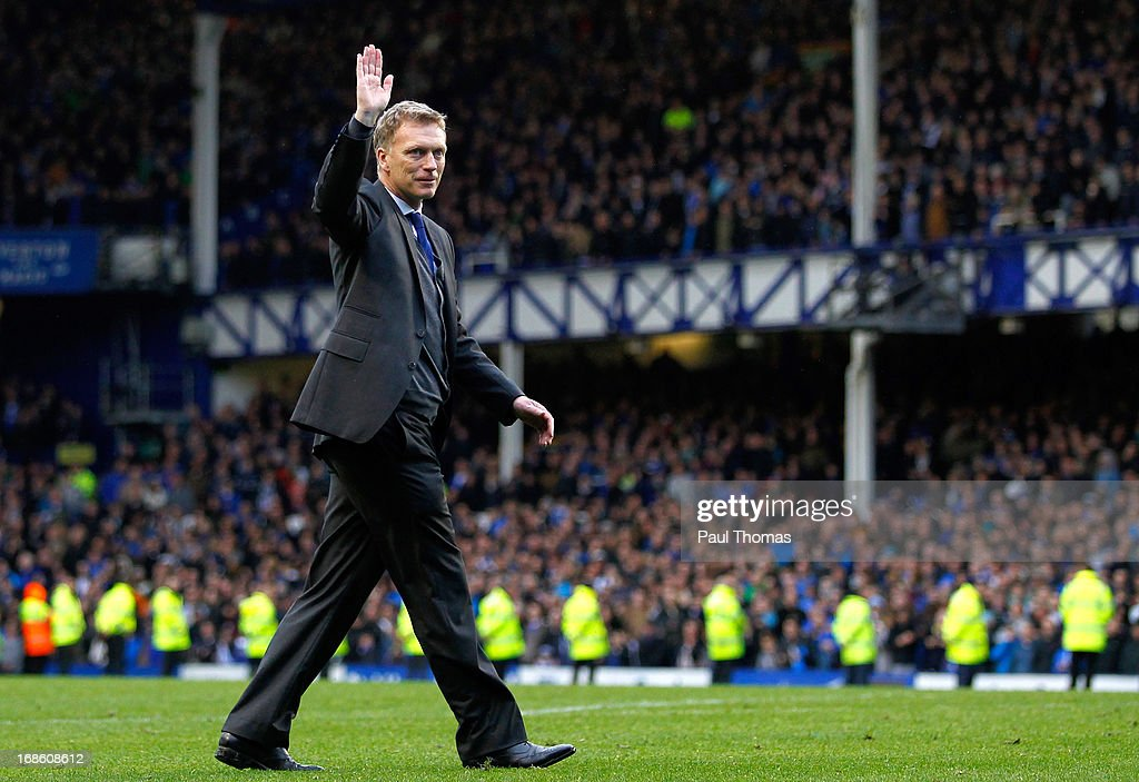 Manager David Moyes of Everton thanks the home fans after the Barclays Premier League match between Everton and West Ham United at Goodison Park on May 12, 2013 in Liverpool, England.
