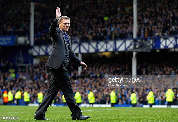 Manager David Moyes of Everton thanks the home fans after the Barclays Premier League match between Everton and West Ham United at Goodison Park on...