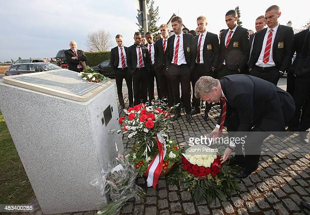 Manager David Moyes of Manchester United and the Manchester United squad visit the memorial to the victims of the Munich Air Disaster in 1958 on...