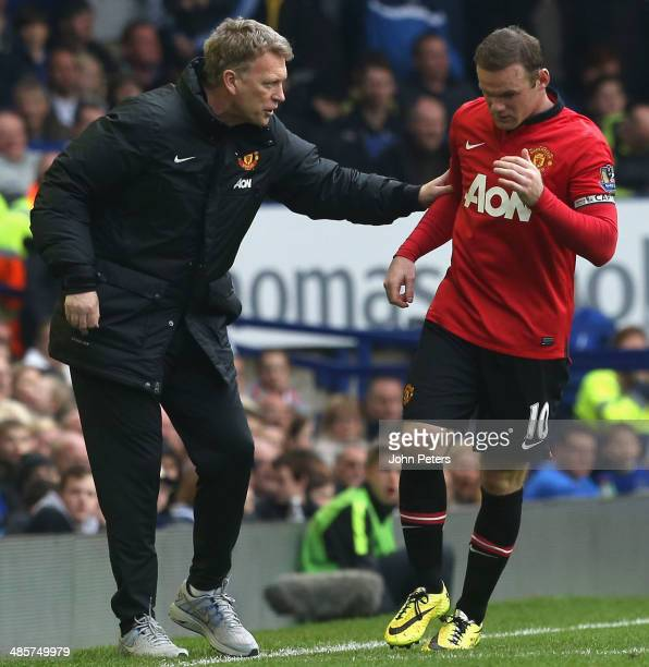Manager David Moyes of Manchester United speaks to Wayne Rooney during the Barclays Premier League match between Everton and Manchester United at...