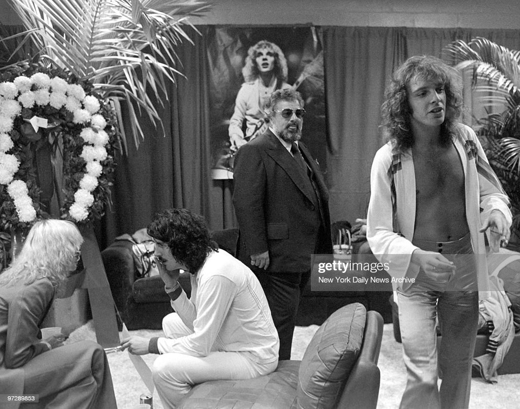 Manager Dee Anthony keeps a watchful eye on Peter Frampton backstage... News Photo - Getty Images