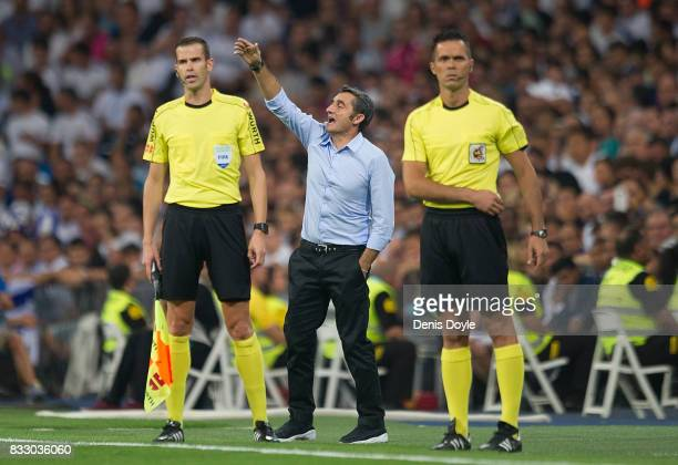 Manager Ernesto Valverde of FC Barcelona signals to a player during the Supercopa de Espana Final 2nd Leg match between Real Madrid and FC Barcelona...