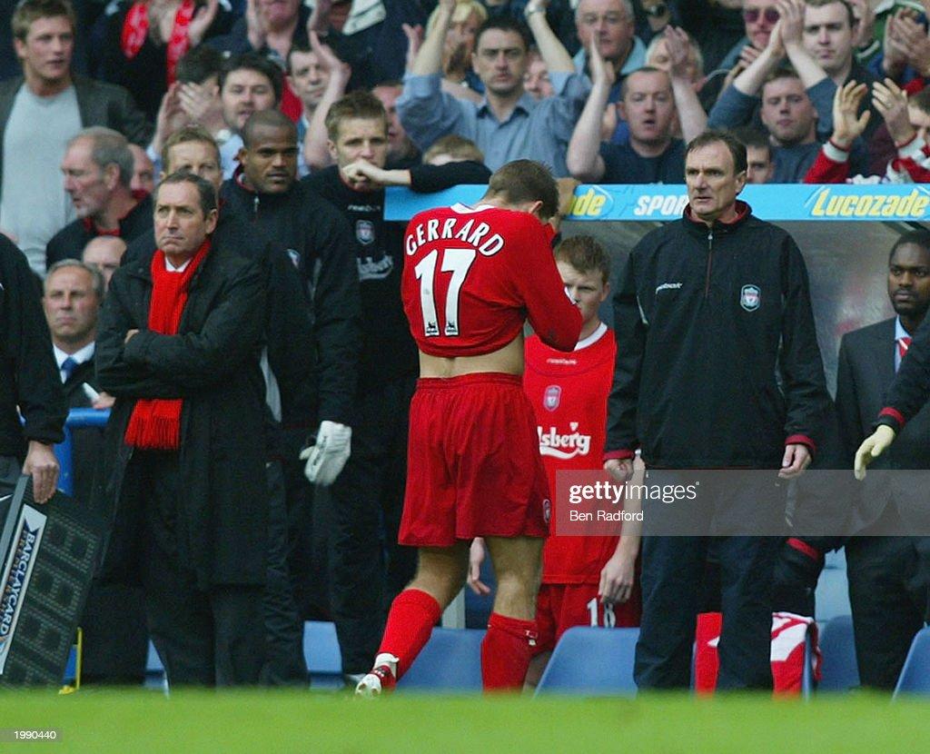 Steven Gerrard is sent off : News Photo