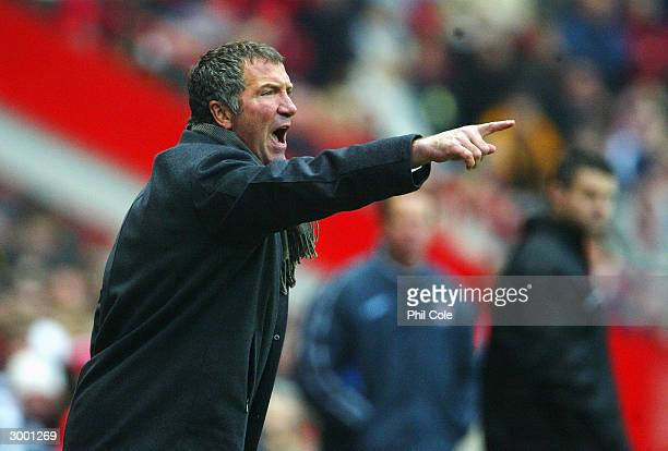 Manager Graeme Souness of Blackburn Rovers shouts at his players during the FA Barclaycard Premiership match between Charlton Athletic and Blackburn...