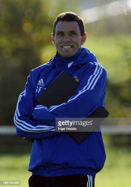 Manager Gus Poyet of Sunderland speaks to his players during their training session at the Academy of Light on October 24, 2013 in Sunderland,...