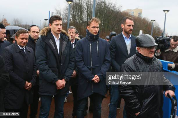 Manager Horst Heldt Julian Draxler Benedikt Hoewedes and Christoph Metzelder pray during the dedication of memorial board for Jewish Club Members at...