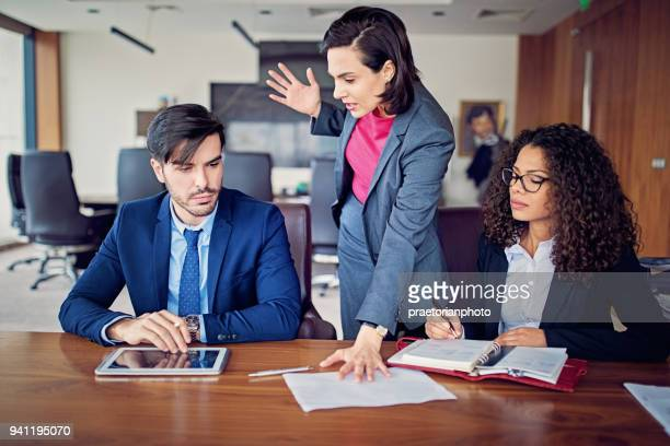 manager is shouting to employee after his mistake in the ceo office - furioso foto e immagini stock