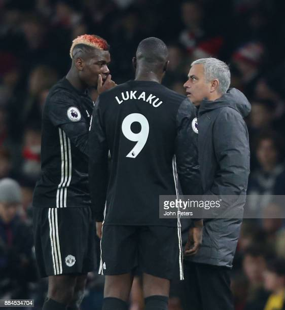 Manager Jose Mourinho of Manchester United speaks to Paul Pogba and Romelu Lukaku during the Premier League match between Arsenal and Manchester...