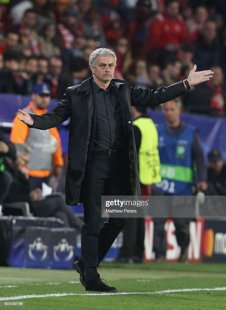 Sevilla FC v Manchester United - UEFA Champions League Round of 16: First Leg : Fotografía de noticias