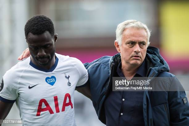 manager Jose Mourinho of Tottenham Hotspur reacts on pitch with Moussa Sissoko of Tottenham Hotspur after the Premier League match between Crystal...