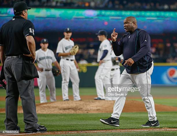 Manager Lloyd McClendon of the Seattle Mariners argues with home plate umpire Mike DiMuro after being ejected by first base umpire Will Little in the...