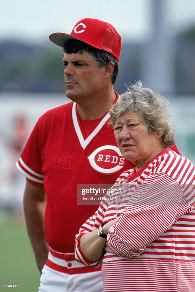 Lou Piniella of the Cincinnati Reds looks on with owner Marge Schott : News Photo