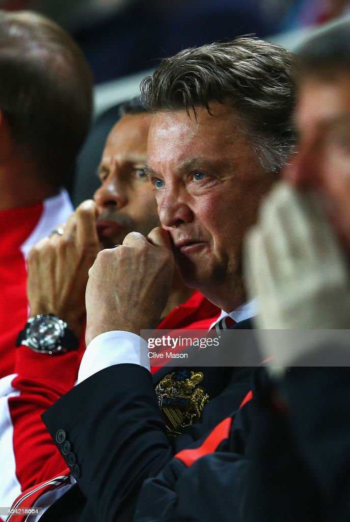 Manager Louis van Gaal of Manchester United despairs with assistant Ryan Giggs during the Capital One Cup Second Round match between MK Dons and Manchester United at Stadium mk on August 26, 2014 in Milton Keynes, England.