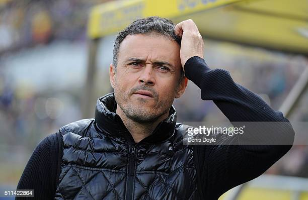 Manager Luis Enrique of FC Barcelona looks on prior to the start of the La Liga match between UD Las Palmas and FC Barcelona at Estadio Gran Canaria...