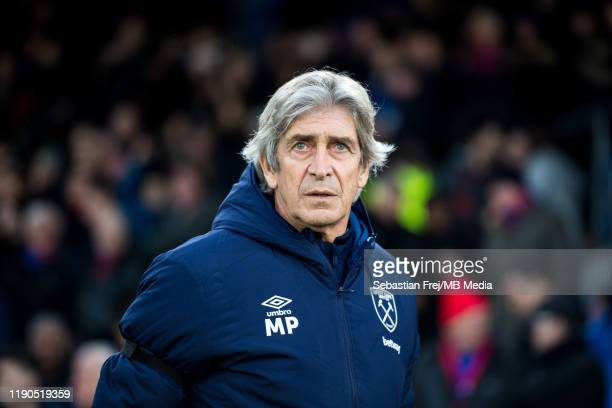 manager Manuel Pellegrini of West Ham United looks on during the Premier League match between Crystal Palace and West Ham United at Selhurst Park on...