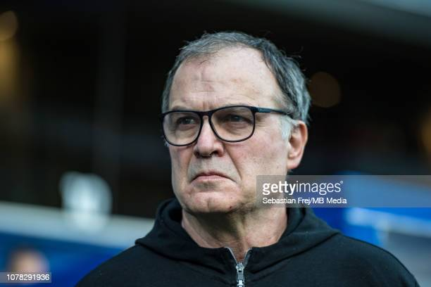 Manager Marcelo Bielsa of Leeds United looks on during the FA Cup Third Round match between Queens Park Rangers and Leeds United at Loftus Road on...