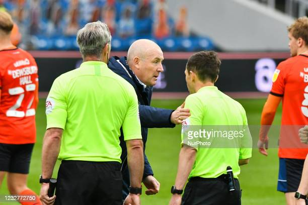 Manager Mark Warburton with The referee Tony Harrington after the Sky Bet Championship match between Queens Park Rangers and Luton Town at Loftus...