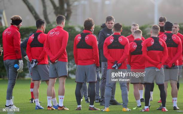 Manager Mauricio Pellegrino of Southampton FC speaks to his players during a training session at the Staplewood Campus on January 4 2018 in...