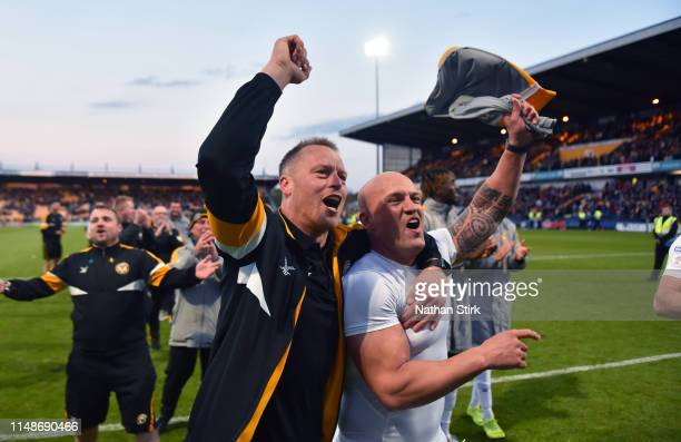 Manager Michael Flynn and David Pipe of Newport County celebrate during the Sky Bet League Two Playoff Semi Final Second Leg match between Mansfield...