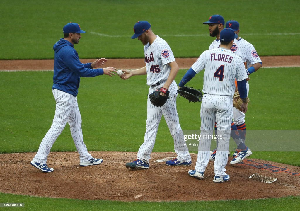 Manager Mickey Callaway #36 of the New York Mets pulls Zack Wheeler #45 in the fifth inning against the Toronto Blue Jays during their game at Citi Field on May 16, 2018 in New York City.