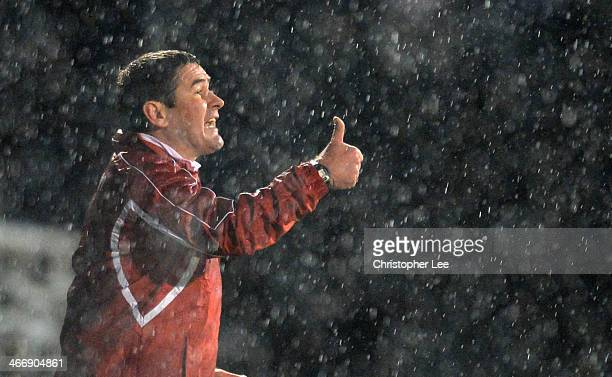 Manager Nigel Clough of Sheffield United gives his players a thumbs up during the FA Cup Fourth Round Reply match between Fulham and Sheffield United...