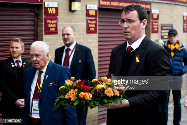 Manager of Bradford City Gary Bowyer lays a wreath in memory of 1985 Bradford City stadium fire prior to the Sky Bet League One match between...