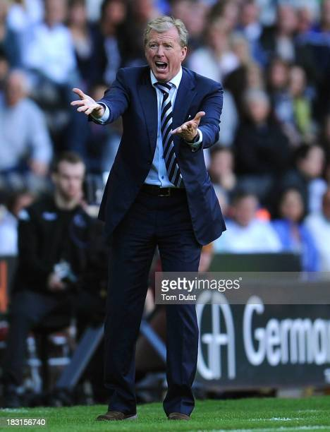 Manager of Derby County Steve McClaren gives instructions during the Sky Bet Championship match between Derby County and Leeds United at Pride Park...