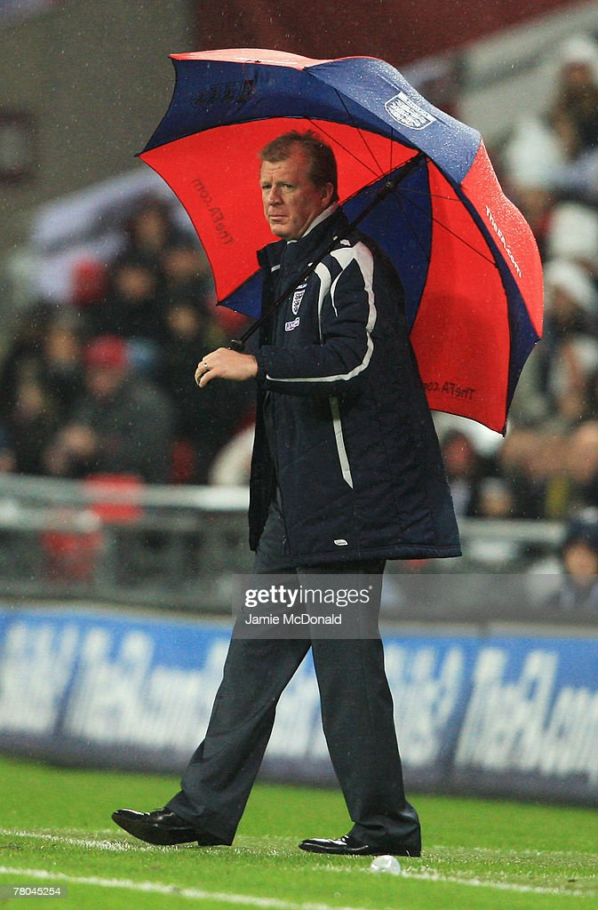Manager of England Steve McClaren looks on during the Euro 2008 Group E qualifying match between England and Croatia at Wembley Stadium on November 21, 2007 in London, England.