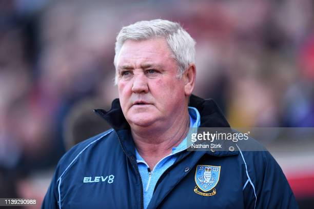 Manager of Sheffield Wednesday Steve Bruce looks on during the Sky Bet Championship match between Stoke City and Sheffield Wednesday at Bet365...