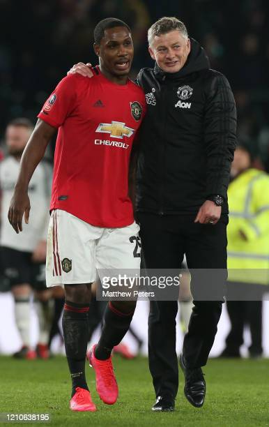 Manager Ole Gunnar Solskjaer of Manchester United speaks to Odion Ighalo after the FA Cup Fifth Round match between Derby County and Manchester...