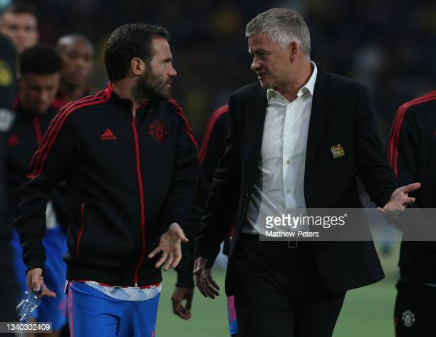 Manager Ole Gunnar Solskjaer of Manchester United walks off with Juan Mata at halftime during the UEFA Champions League group F match between BSC...