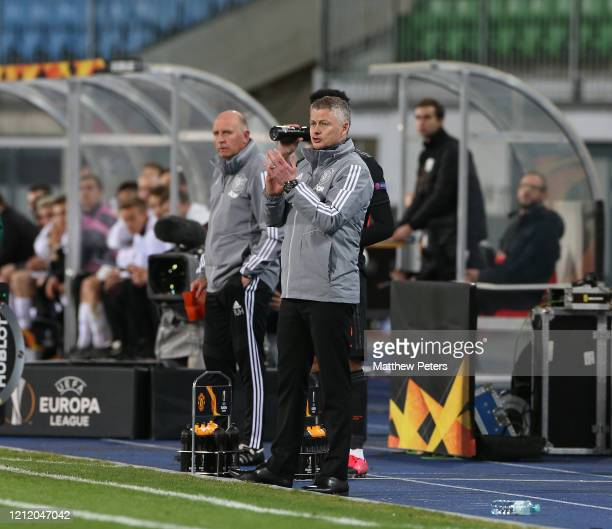 Manager Ole Gunnar Solskjaer of Manchester United watches from the bench during the UEFA Europa League round of 16 first leg match between LASK and...