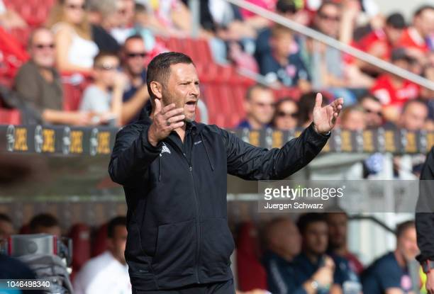 Manager Pal Dardai of Berlin gestures during the Bundesliga match between 1 FSV Mainz 05 and Hertha BSC at Opel Arena on October 6 2018 in Mainz...