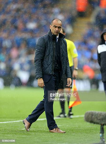Manager Roberto Martinez of Everton looks on during the Barclays Premier League match between Leicester City and Everton at the King Power Stadium on...
