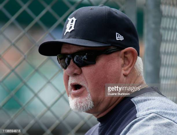 Manager Ron Gardenhire of the Detroit Tigers talks with Dustin Peterson of the Detroit Tigers during the eighth inning of a game against the Chicago...