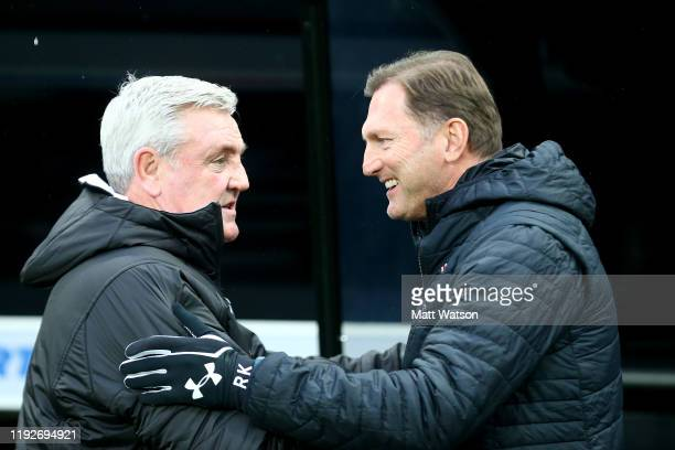 Manager Steve Bruce of Newcastle United and manager Ralph Hasenhuttl of Southampton during the Premier League match between Newcastle United and...