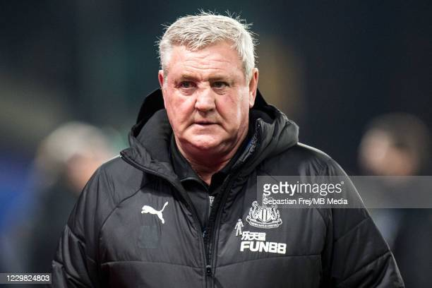 Manager Steve Bruce of Newcastle United looks on during the Premier League match between Crystal Palace and Newcastle United at Selhurst Park on...