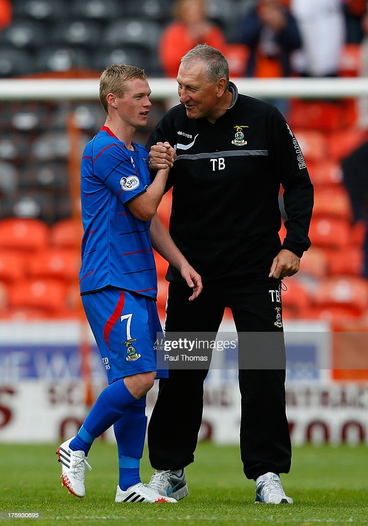 Manager Terry Butcher (R) of Inverness Caledonian Thistle celebrates with William McKay at full time of the Scottish Premier League match between Dundee United and Inverness Caledonian Thistle at Tannadice Park on August 10, 2013 in Dundee, Scotland