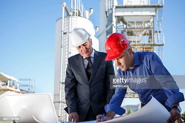 Gerentes en instalaciones industriales