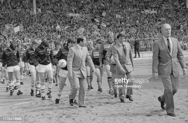 Managers Graham Taylor of Watford FC and Howard Kendall of Everton FC lead their teams at Wembley Stadium for the FA Cup Final match, London, UK,...