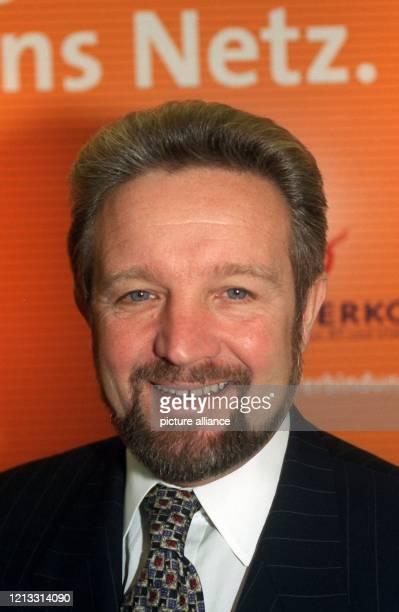 Managing Director Global Communications bei British Telecom, aufgenommen auf einer Pressekonferenz zum Erhalt der vierten deutschen Mobilfunklizenz...