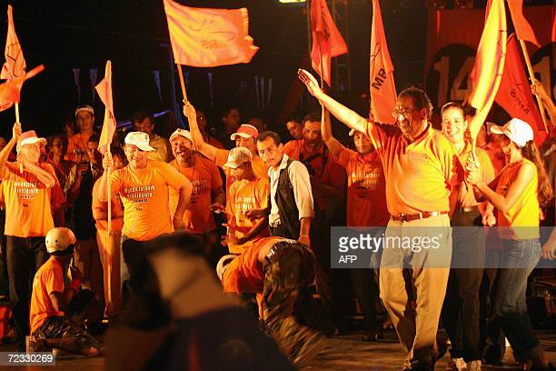 Edmundo Jarquin presidential candidate for the Sandinista Renewal Movement Alliance waves to his supporters 31 October 2006 during a closing...