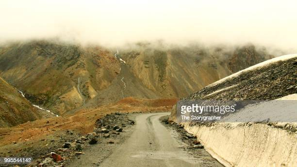 manali leh highway, india - the storygrapher bildbanksfoton och bilder