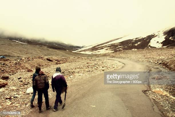 manali-leh highway - the storygrapher stock pictures, royalty-free photos & images