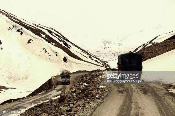 manali-leh highway - the storygrapher stock-fotos und bilder